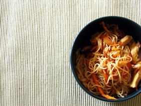 Gesund und lecker: Asiatische Nudelpfanne
