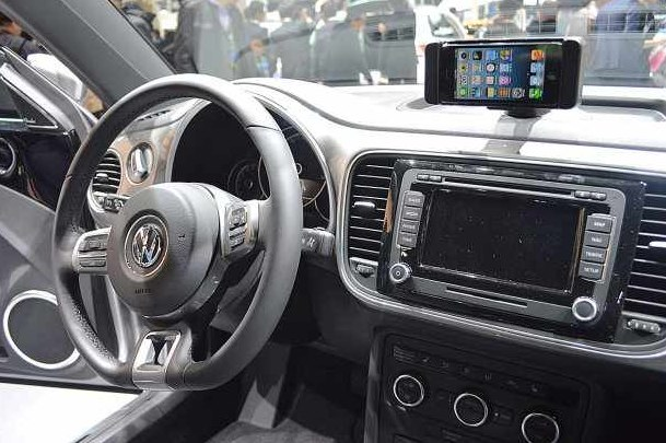 Volkswagen enthüllt den iBeetle mit iPhone-Dock