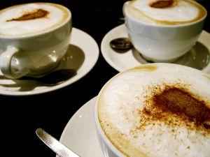 Kakao und Kaffee mit Gewürz